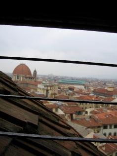 florence-il-duomo-window-bars-travelnerdplans