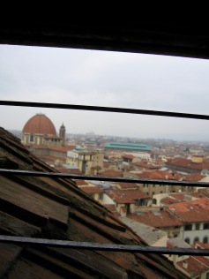 florence-il-duomo-window-bars-travelnerdplans