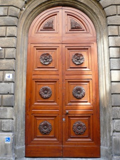 florence-arched-doorway-2-travelnerdplans