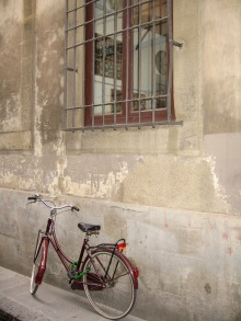 not sure why, but I love this bicycle under the window!