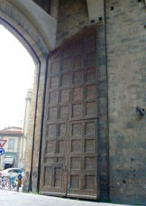 florence-old-city-gate-travelnerdplansjpg