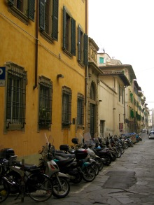 Italy and scooters go hand-in-hand in my mind. Here's proof!