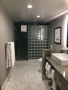 palm springs hilton bathroom travelnerdplans