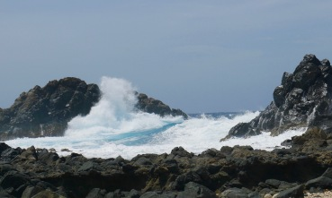 aruba crashing waves
