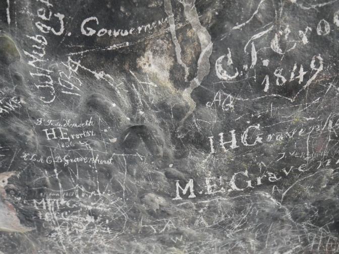 aruba fontein cave writing