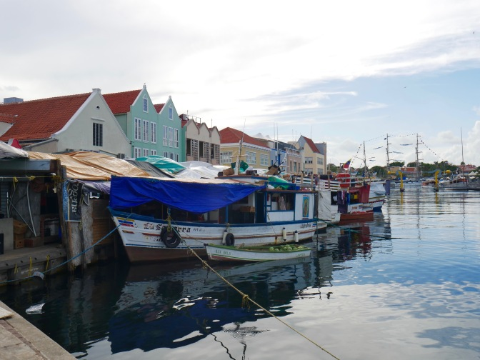 curacao floating market wide view