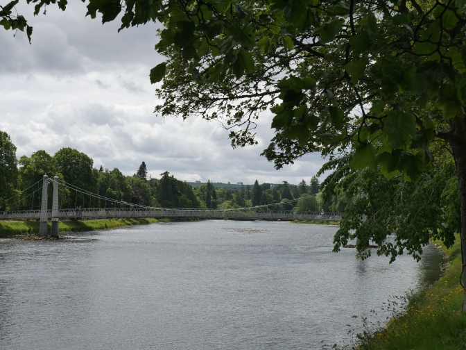 scotland inverness river ness.jpg